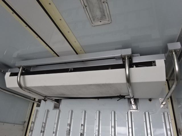 UD クオン ハイルーフ 4軸低床冷凍ウィング 画像12