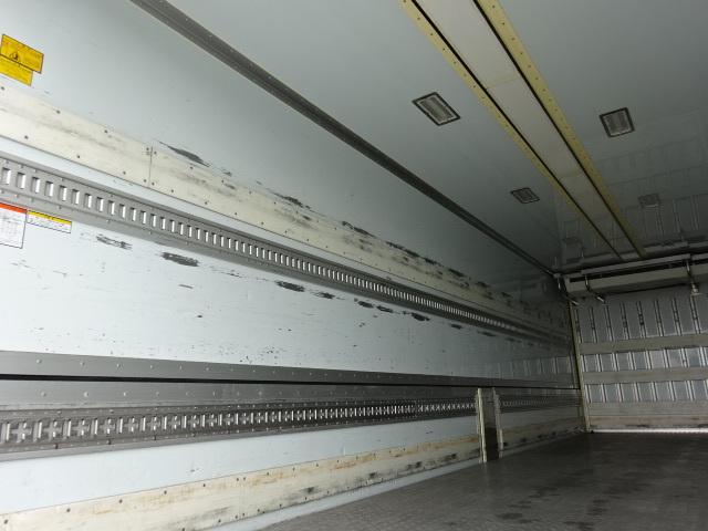 UD クオン ハイルーフ 4軸低床冷凍ウィング 画像10