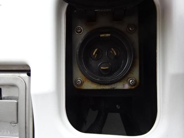 UD クオン ハイルーフ 4軸低床冷凍ウィング 画像24