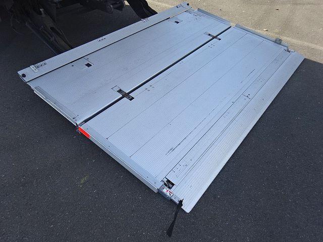 UD H27 クオン 4軸低床 冷凍ウィング 格納PG 画像19