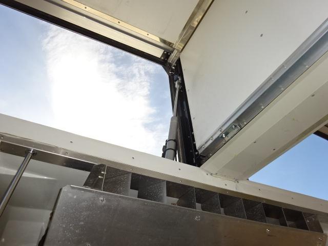 UD H27 クオン 4軸低床 冷凍ウィング 格納PG 画像14