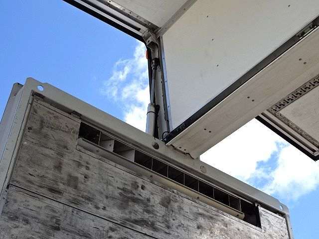 いすゞ H27 ギガ 4軸低床冷凍ウィング 画像12