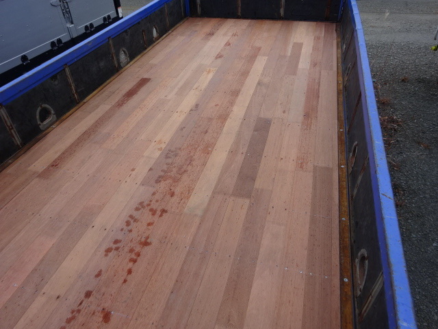 いすゞ H15 フォワード 平 5段クレーン 車検付  荷台床新品張替え 画像10