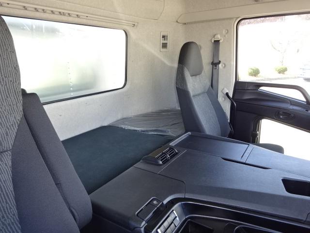 三菱 R1 スーパーグレート 4軸低床冷凍車 画像26
