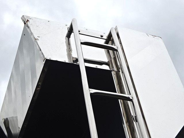 いすゞ H27 ギガ ダンプ 入庫準備中 画像18