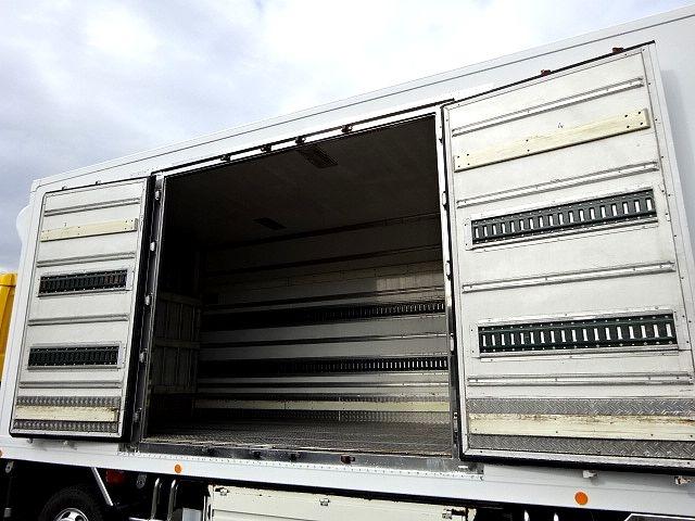 いすゞ H19 ギガ 4軸低床 低温冷凍車 画像6
