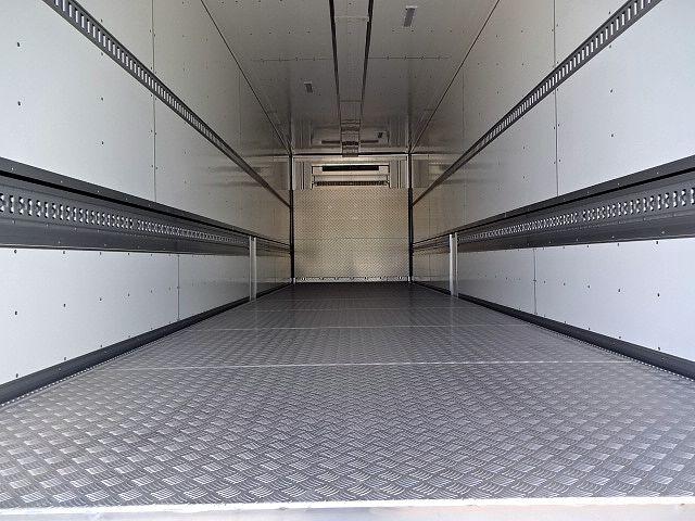 いすゞ ギガ 4軸低床 冷凍ウィング 未使用車 画像3