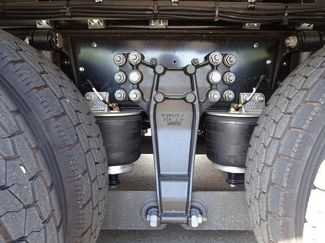 いすゞ H30 ギガ 4軸低床 冷凍ウィング 未使用車 ★ 画像20