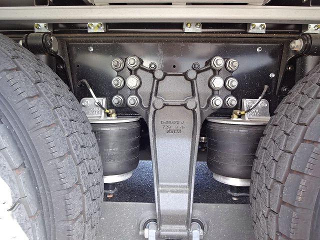 いすゞ ギガ 4軸低床 冷凍ウィング 未使用車 画像10