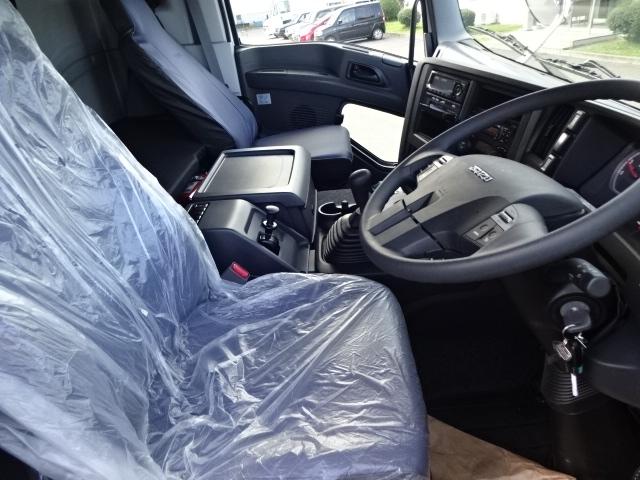 いすゞ ギガ 4軸低床 冷凍ウィング 未使用車 画像11