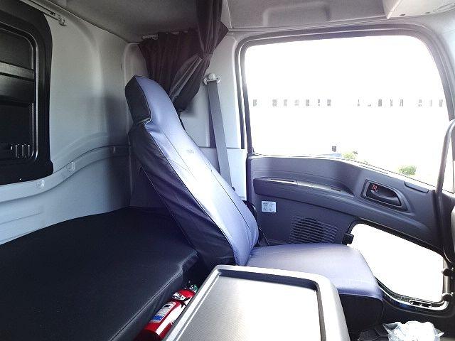 いすゞ ギガ 4軸低床 冷凍ウィング 未使用車 画像14