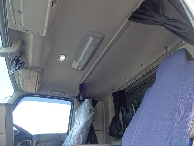 いすゞ ギガ 4軸低床 冷凍ウィング 未使用車 画像15