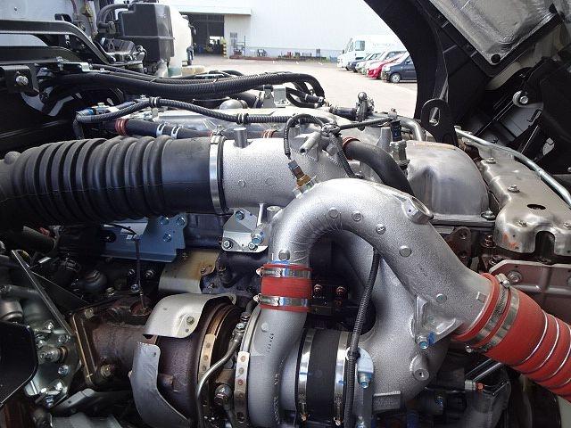 いすゞ ギガ 4軸低床 冷凍ウィング 未使用車 画像16