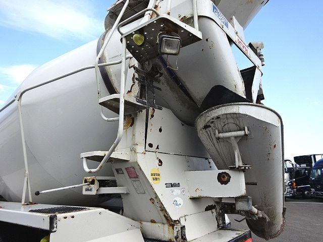 UD H21 クオン コンクリートミキサー 仕上げ中 画像11