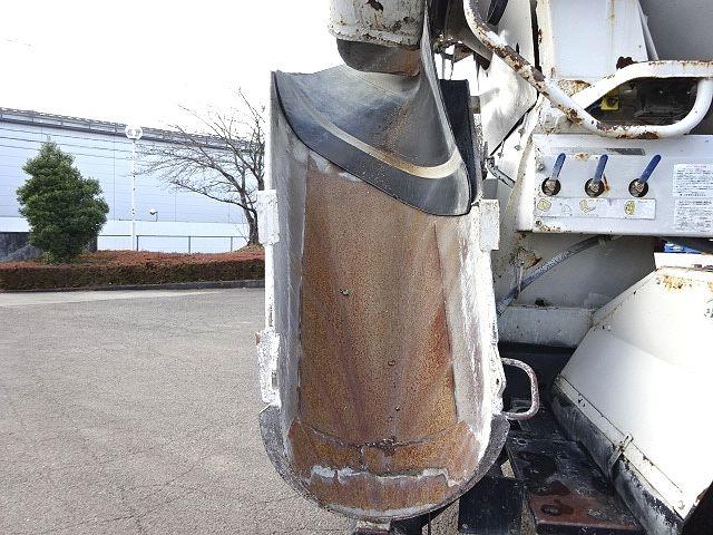 UD H21 クオン コンクリートミキサー 仕上げ中 画像14