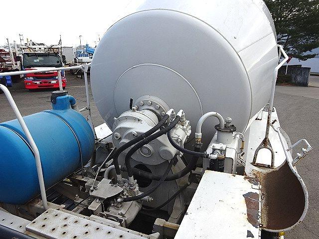 UD H21 クオン コンクリートミキサー 仕上げ中 画像15