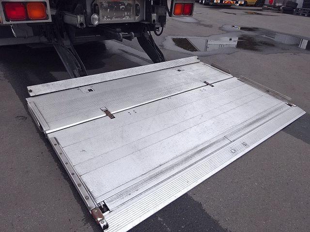UD H24 クオン 3軸冷凍車 格納PG キーストン 画像11