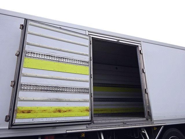 UD H24 クオン 3軸冷凍車 格納PG キーストン 画像7